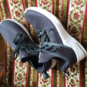 Nike Airmax Bella TR 2 black white sneakers like new